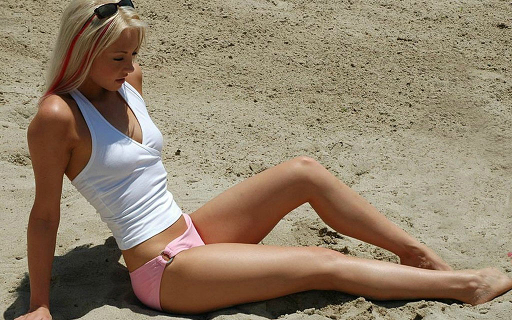 girl-on-the-beach-255933 1024x640