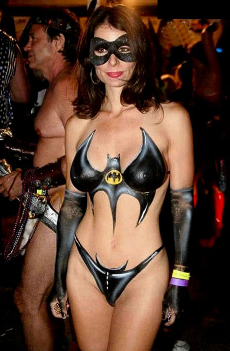 BatWoman Body Paint 800x