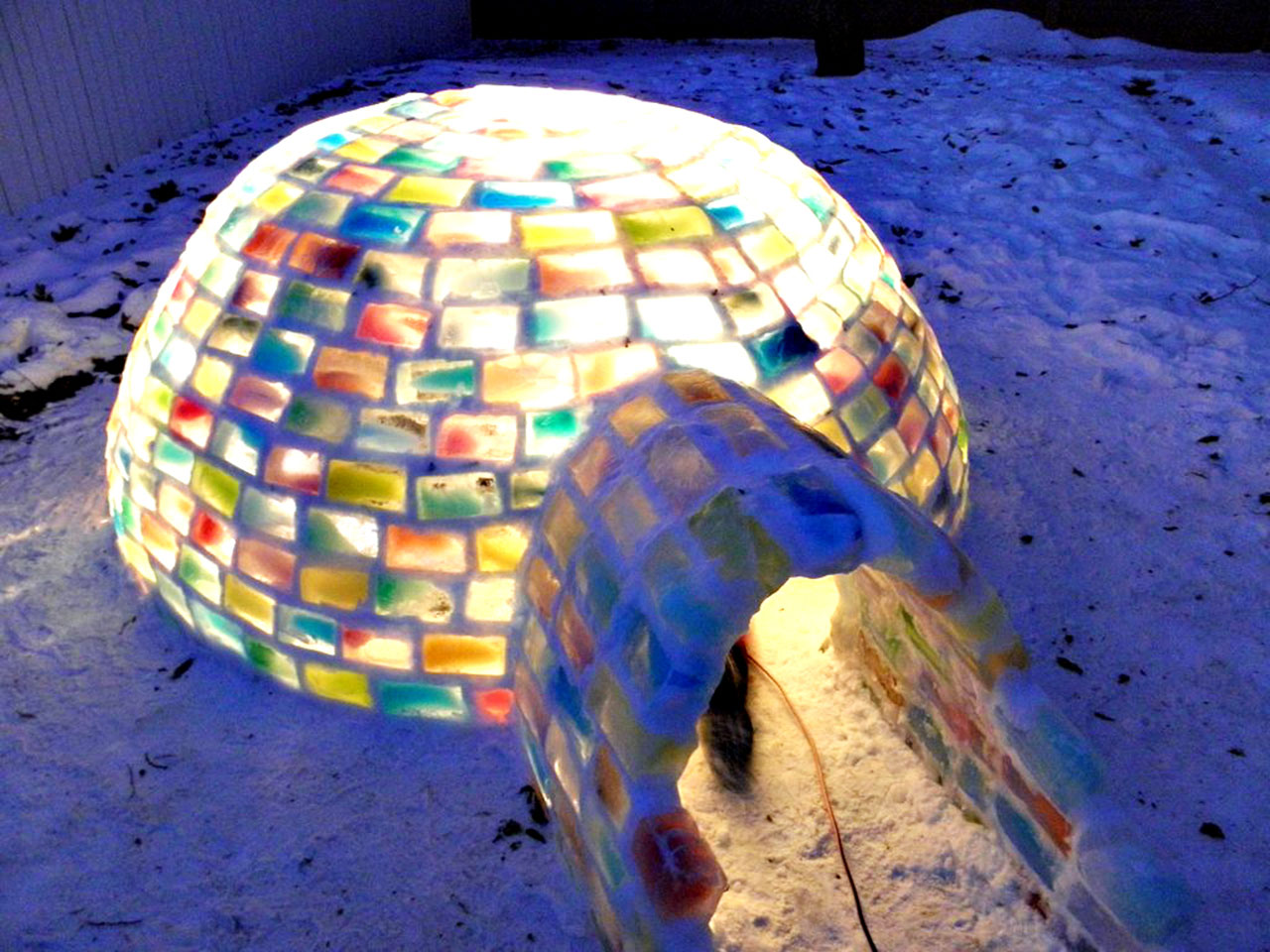 colored_ice_igloo_16 1280x