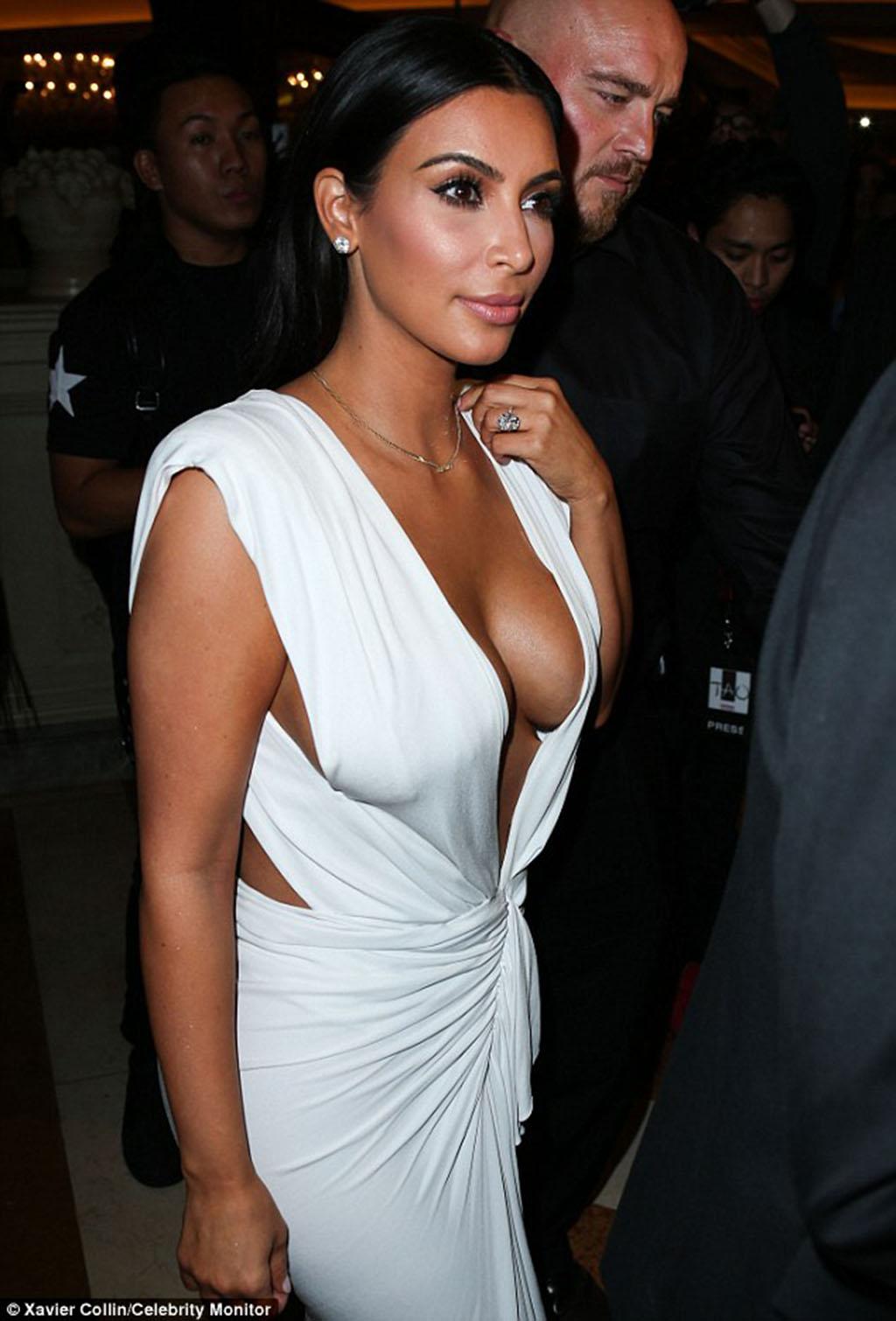 Kim-Kardashian-in-white-dress-on-her-birthday-in-Las-Vegas-1024