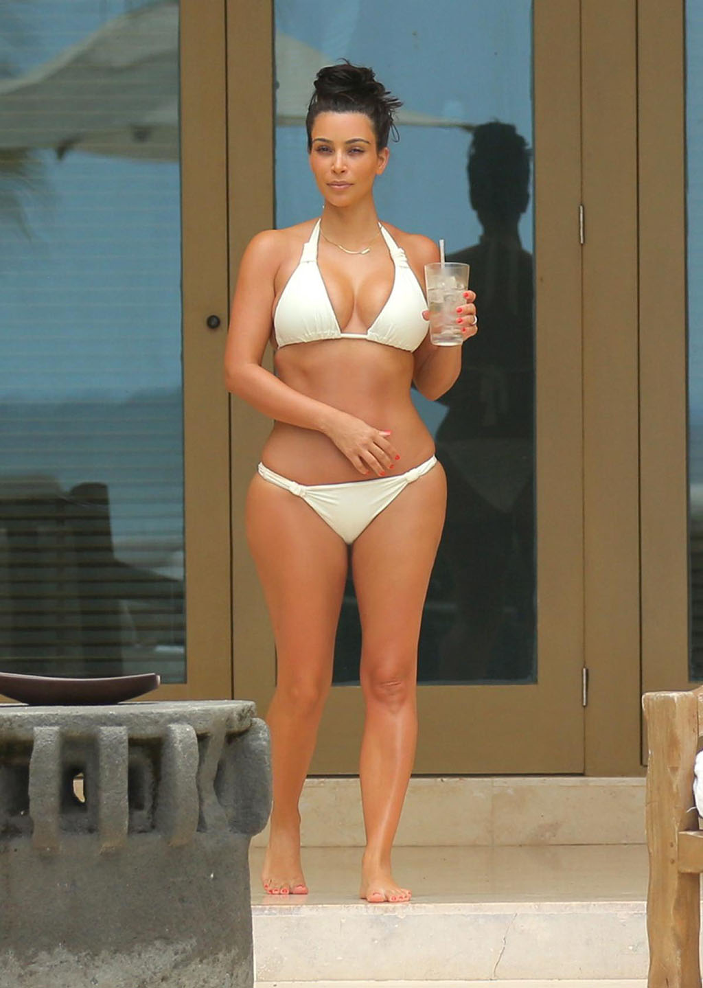 kim-kardashian-ivorybikini-cocktail1024x