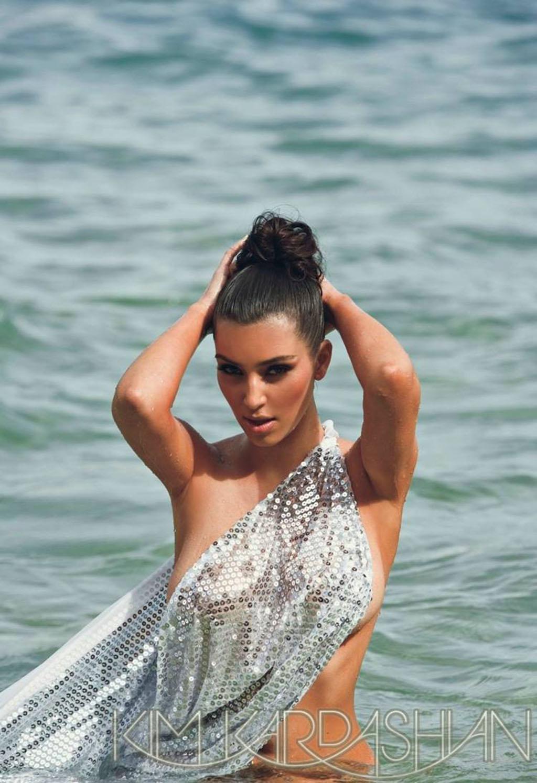 kim-kardashian-naked-in-sea