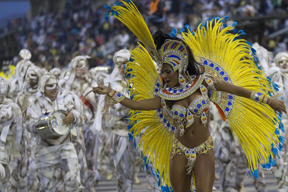 A dancer from Imperio de Casa Verde dance school 1000x668