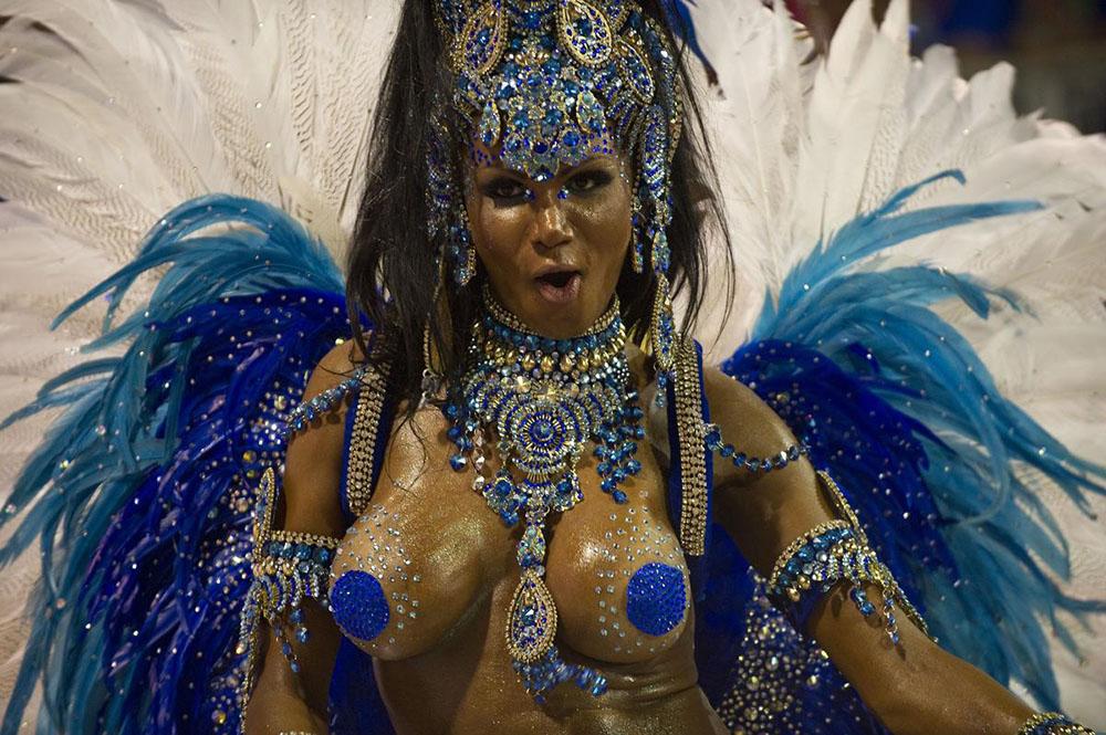 Reveller from Tom Maior samba school 1000x665