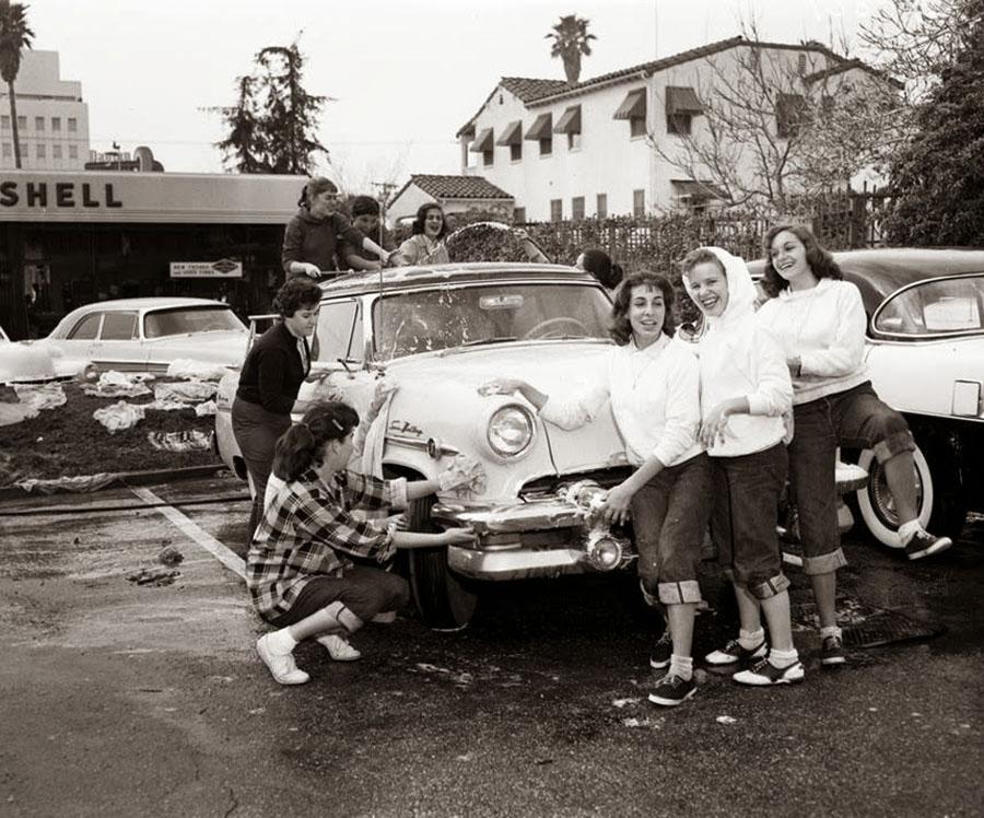 Car wash, 1950s 900x