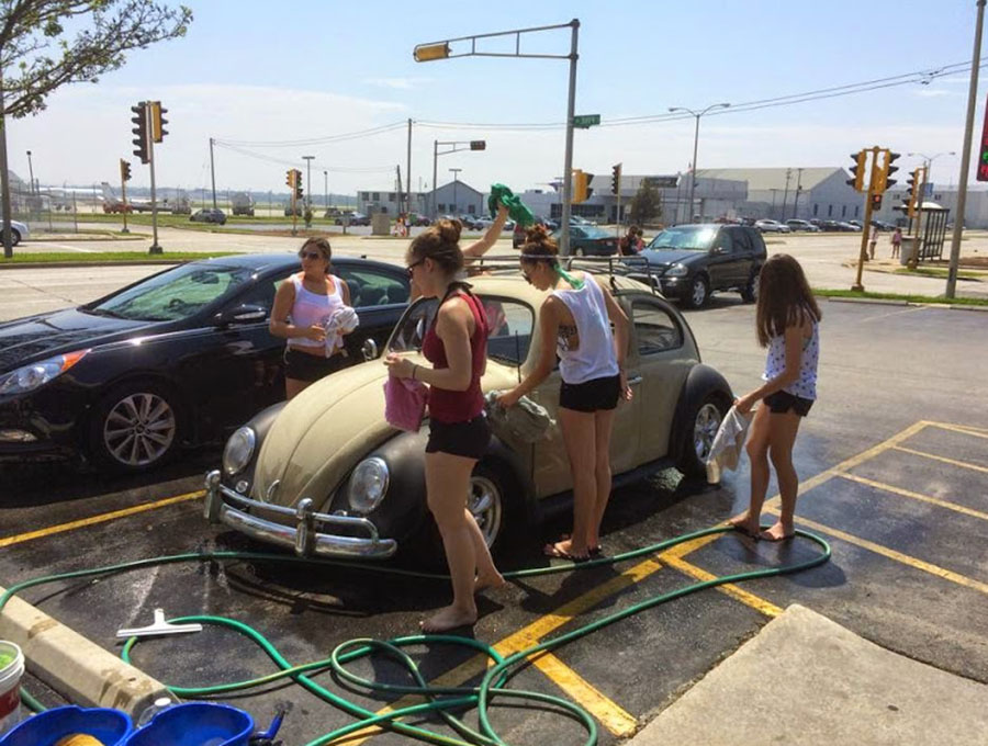 Girls Washing VW Beetle 900x